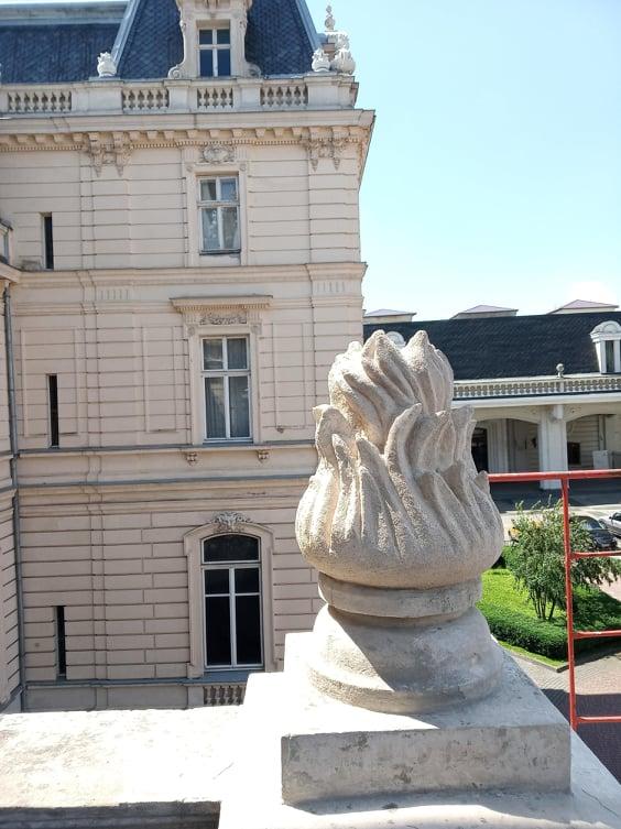 foto 01 - На вулиці Коперника, 15 триває реставрація портика