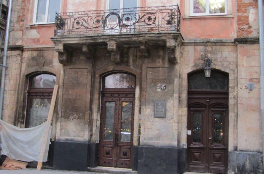 Ремонтно-реставраційні роботи головного фасаду будинку-пам'ятки на пл. Ринок, 5