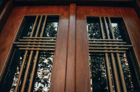 Реставратори відновили історичні двері будинку на вулиці Захарієвича