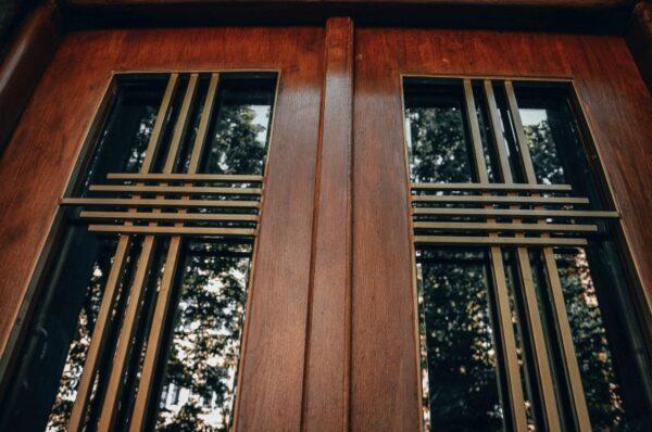 restavratory vidnovyly istorychni dveri budynku na vulytsi zakhariyevycha 03 600x398 - Головна