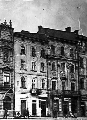 photo 2021 06 11 15 07 50 - У Львові відновлять фасад кам'яниці на площі Ринок