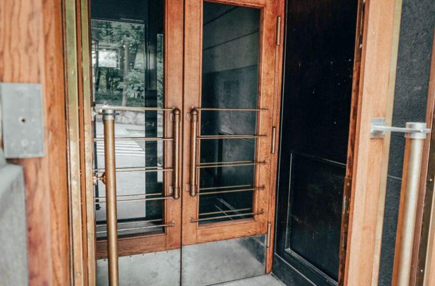 У Львові відновили історичні двері-віяло на вулиці Героїв Майдану, 40