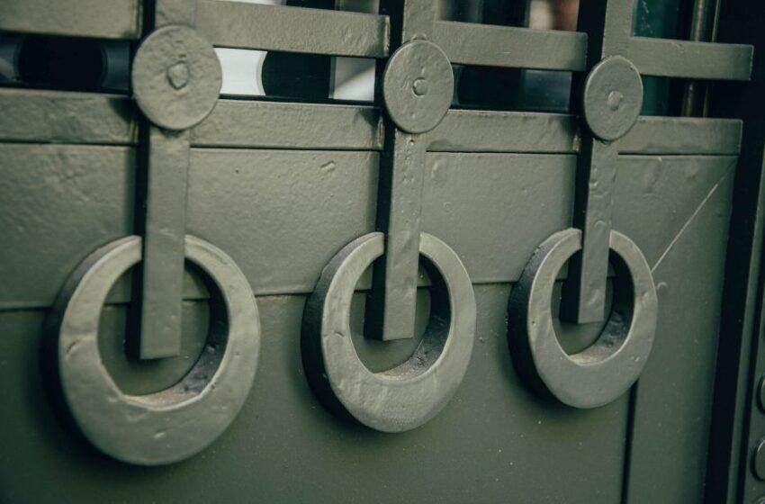 Реставратори відновили історичні двері поблизу площі Івана Франка