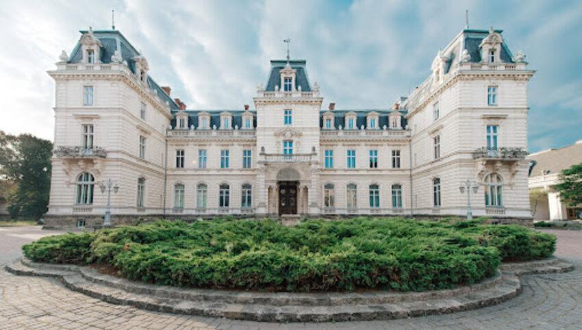 Палац Потоцьких: Як реставрують пам'ятку в стилі французького класицизму